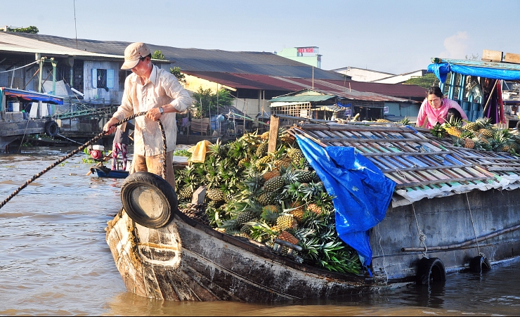 """Floating Market in Can Tho"""