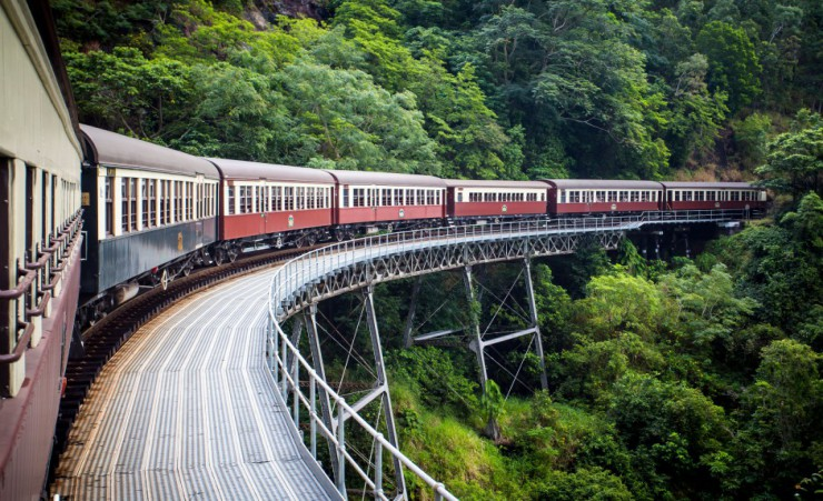 how to travel from melbourne to cairns
