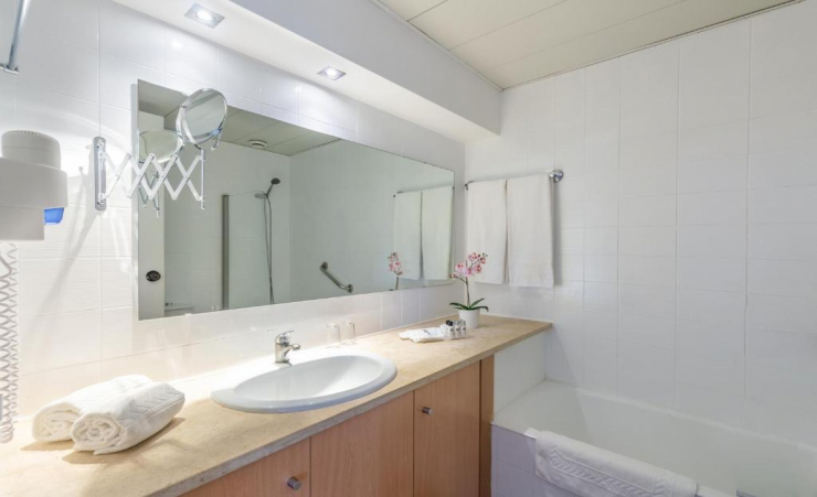 One Bedroom Apartment Marina View Bathroom
