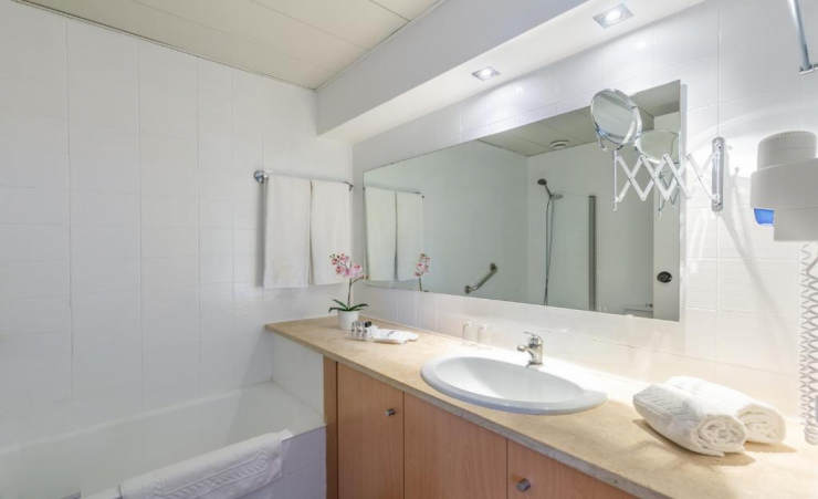 Two Bedroom Apartment Bathroom